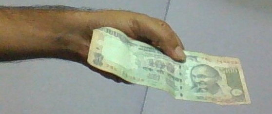 A hundred Rupee note from BESTpedia